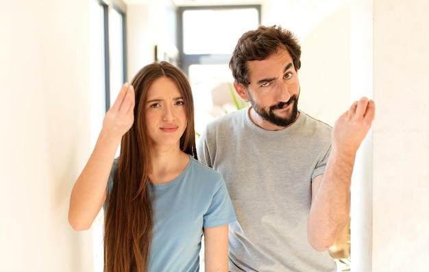 Fare un gesto di capitale o denaro, dicendoti di pagare i tuoi debiti!