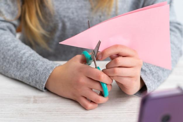 Fare artigianato con carta colorata