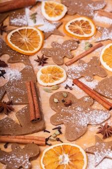 Preparare i biscotti di panpepato cottura di natale