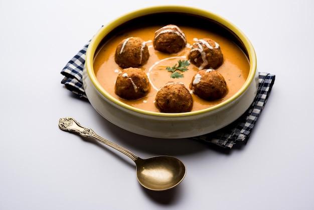 Il malai kofta curry è una ricetta speciale mughlai servita in una ciotola. messa a fuoco selettiva