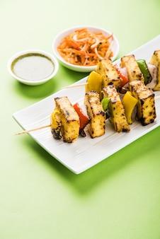 Malai paneer tikka kabab è un piatto indiano a base di pezzi di ricotta