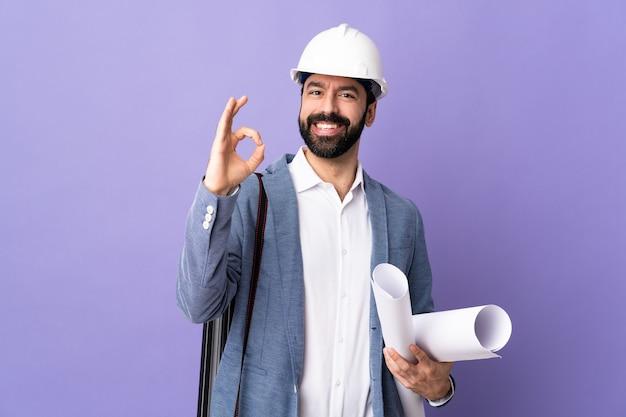 Architetto maschio che fa gesto giusto