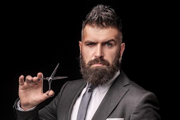 Cura del barbiere maschio. barbiere parrucchiere