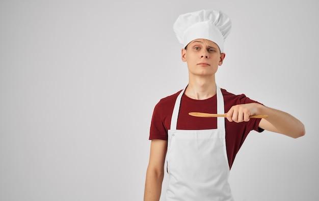 Lavoro di cucina di utensili da cucina del parco degli aerei dello chef maschio