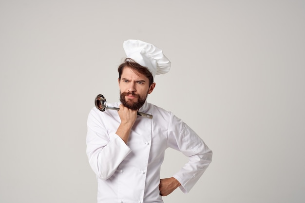 Chef maschio che cucina cucina lavoro ristorante industria