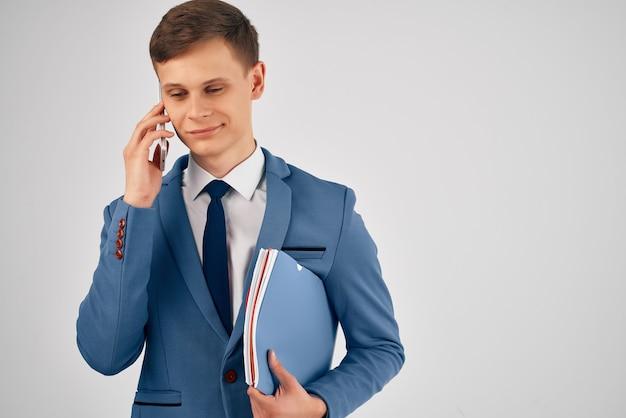Responsabile della comunicazione telefonica dell'ufficio di lavoro professionale maschile male