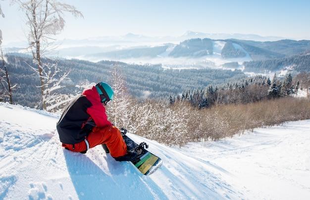 Snowboarder maschio
