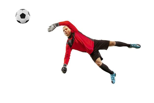 Portiere maschio del calciatore che prende palla nel salto sagoma di uomo in forma con palla isolato su sfondo bianco studio