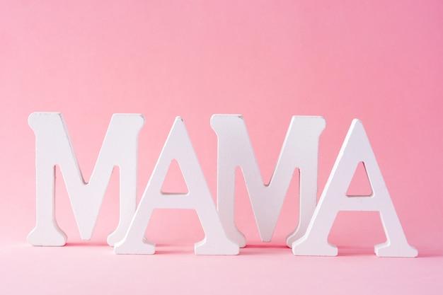 Parola di mamma su sfondo rosa festa della mamma concetto