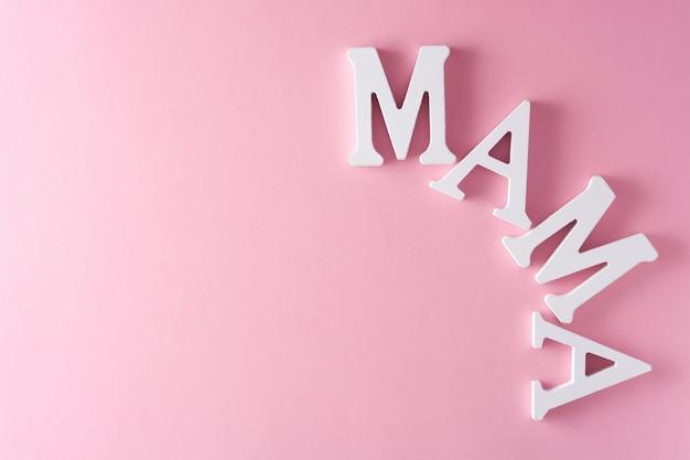 Parola della mamma sul concetto rosa copyspace di festa della mamma