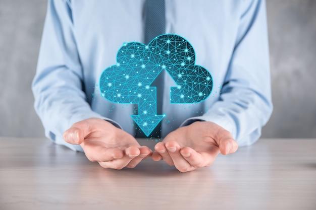 Man tenere la tecnologia dell'icona cloud. segno di archiviazione cloud wireframe poligonale con due frecce su e giù. cloud computing, big data center, infrastruttura futura, concetto di ia digitale. simbolo di hosting virtuale