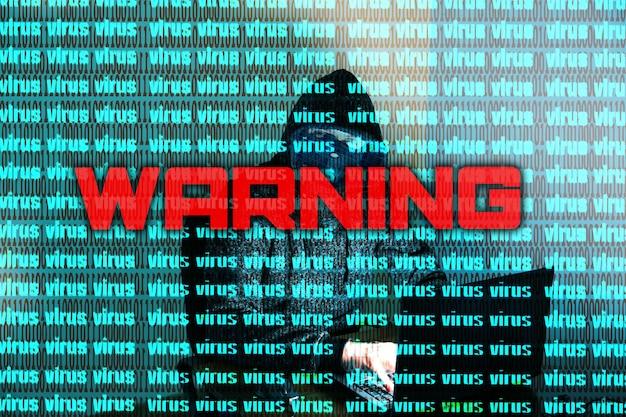 L'uomo in felpa sta hackerando dati personali. informazioni di sicurezza. avvertimento del concetto di virus. protezione delle informazioni. password errata.