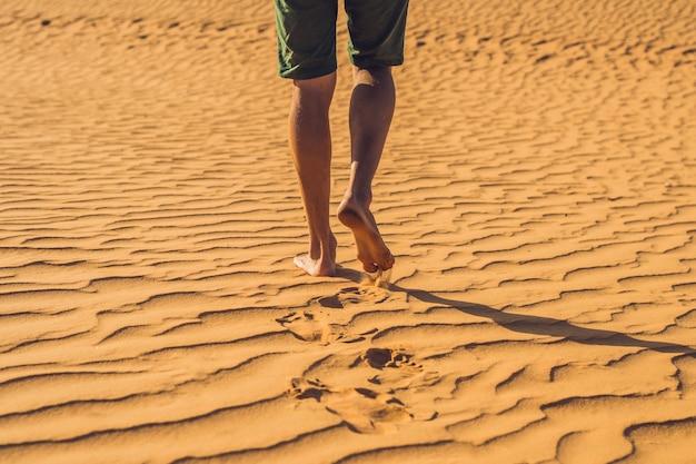 Un uomo perso nel deserto rosso del vietnam, mui ne.