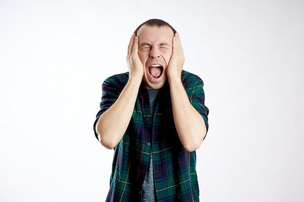 Uomo forte mal di testa, cattiva salute, malattia, emicrania, cancro al cervello