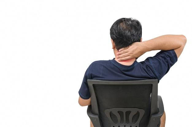 Uomo che soffre di dolore nack isolati su sfondo bianco, concetto di assistenza sanitaria