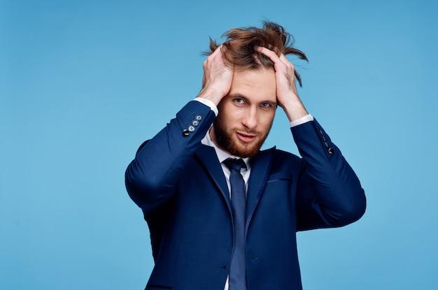 Man in suit fashion successo manager di fiducia in se stessi
