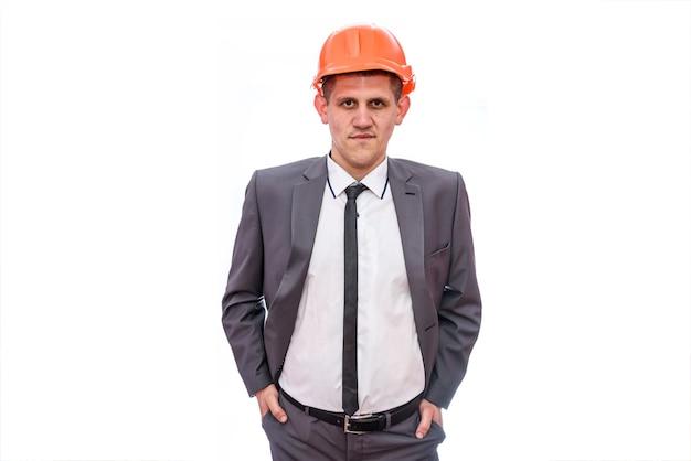 Uomo in tuta e casco isolato su bianco