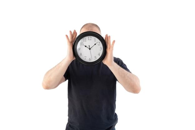 Un uomo in maglietta con un orologio al posto della testa Foto Premium