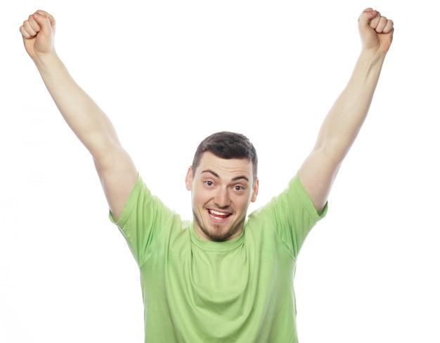Uomo con entrambe le mani sollevate in aria.