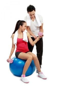 Uomo e donna che fanno sport