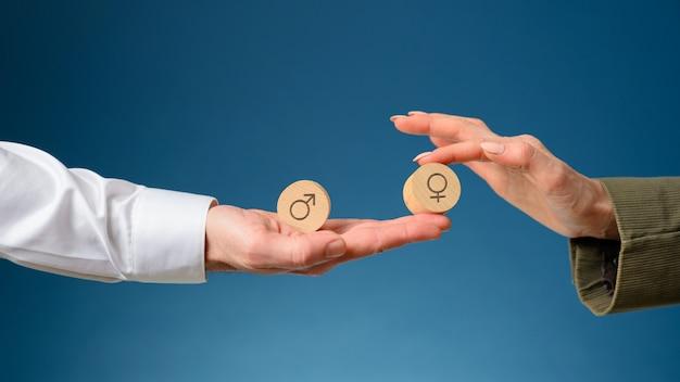 Uguaglianza dell'uomo e della donna nell'immagine concettuale di affari