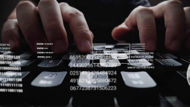 Equipaggi lavorare alla tastiera del computer portatile con l'interfaccia utente grafica