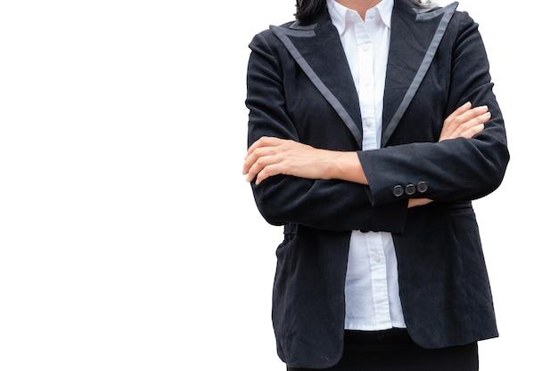Braccio trasversale della donna di affari del responsabile con il vestito nero