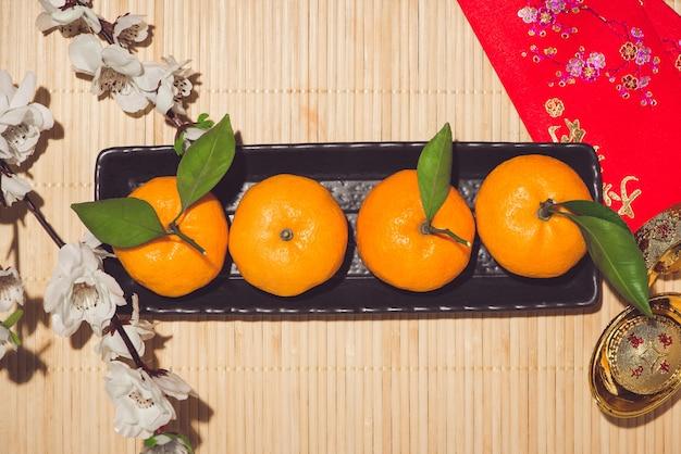 Mandarini e capodanno lunare con il testo