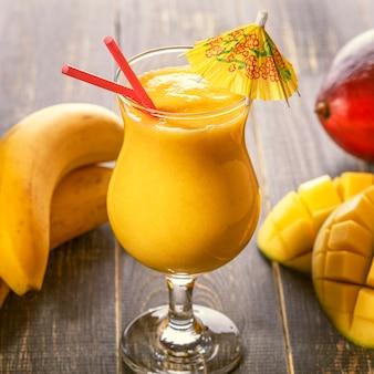 Frullato di mango, messa a fuoco selettiva