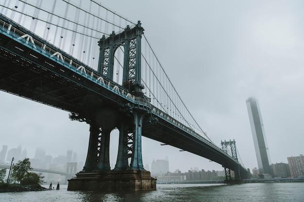 Il ponte di manhattan a new york city, usa