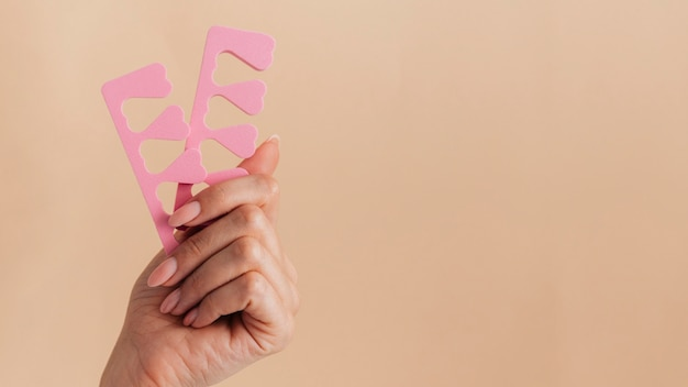 Manicure cure salutari con accessori per unghie rosa Foto Premium