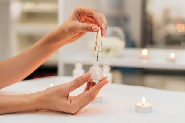 Manicure smalto per unghie cura sana
