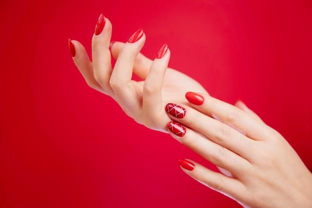 Mani curate della donna