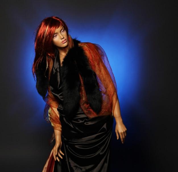 Manichino con capelli rossi, foto in studio