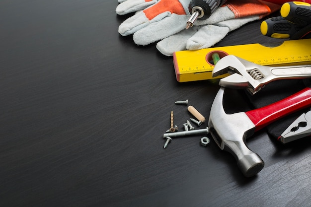 Strumento manuale che prepara per la riparazione e aggiusta il tuo lavoro.