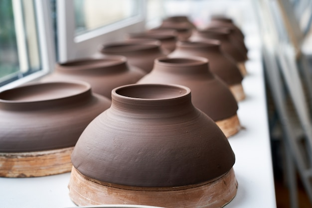 Fabbricazione di prodotti in ceramica, pezzo in lavorazione