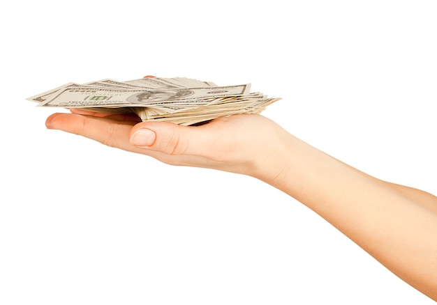 Molti dollari che cadono sulla mano della donna con i dollari