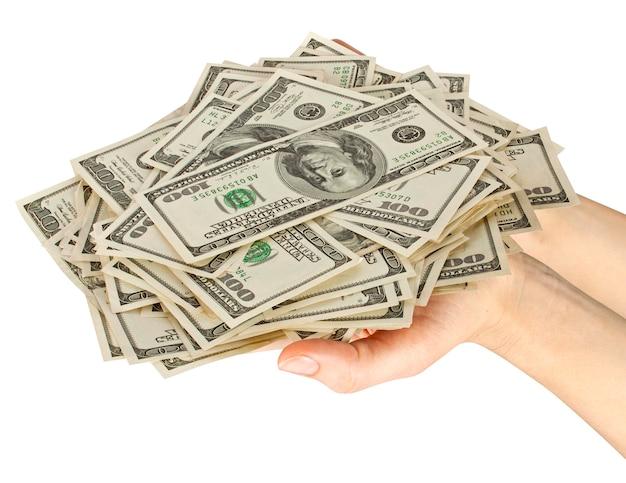 Molti dollari che cadono sulla mano della donna con i soldi