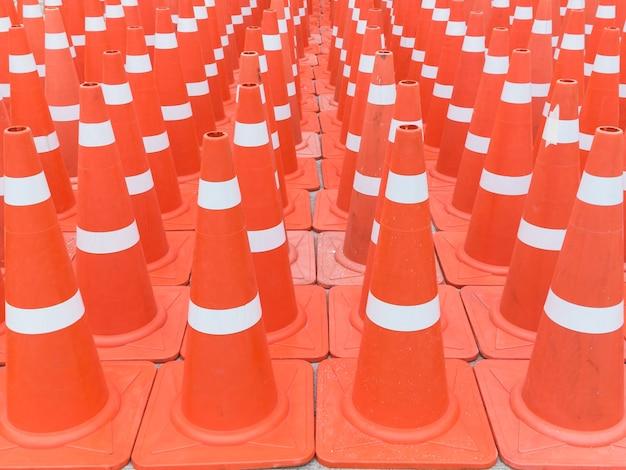 Molti coni di traffice