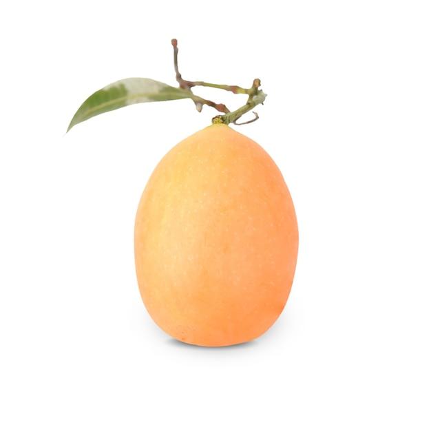 Maprang fruit isolato su bianco