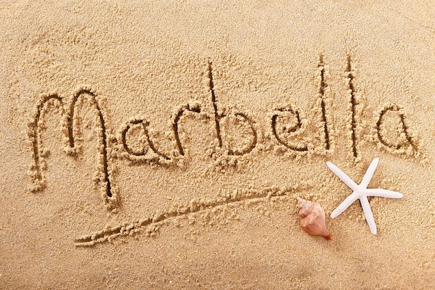 Messaggio scritto a mano della sabbia della spiaggia di marbella spagna
