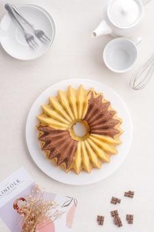 Una torta marmorizzata è una torta con un aspetto striato o screziato come il marmo