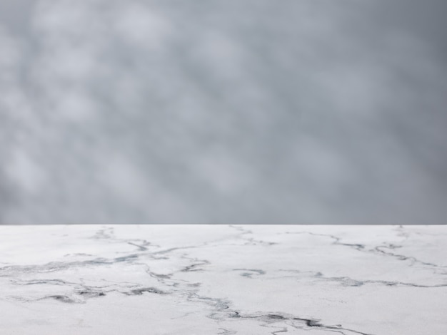 Tavolo in marmo sullo sfondo di un muro di cemento.