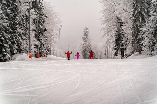 22 marzo 2021, località sciistica di alpika, sochi, russia: snowboard estremo nella località sciistica di montagna di krasnaya polyana, sochi, russia.