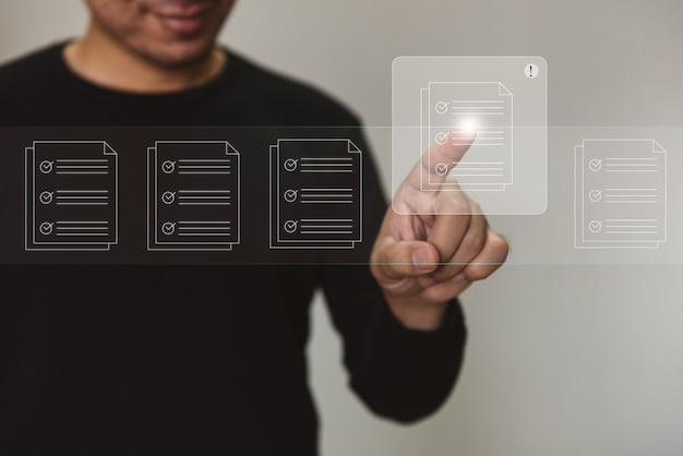 Marketing e ricerca di dati e social media sul concetto di investimento aziendale della tecnologia internet