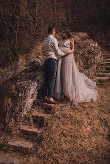Coppia sposata in attesa di bambino