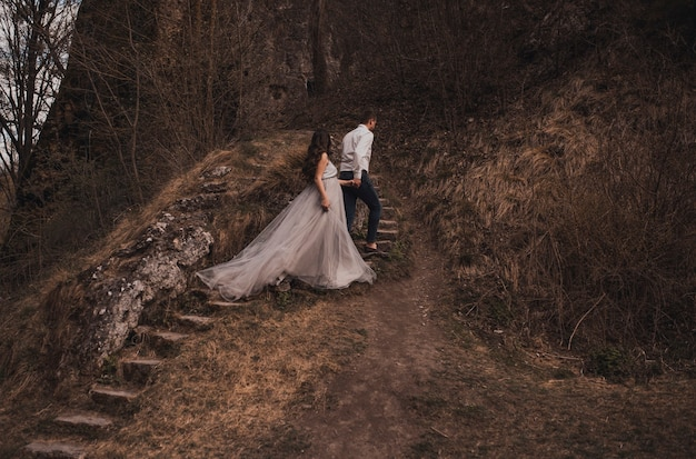 Coppia sposata un uomo con una donna incinta
