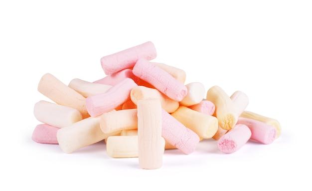 Marshmallow su sfondo bianco