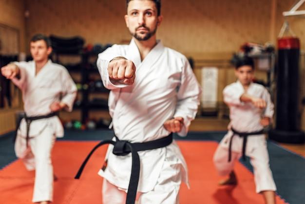 I combattenti di arti marziali affinano le loro abilità