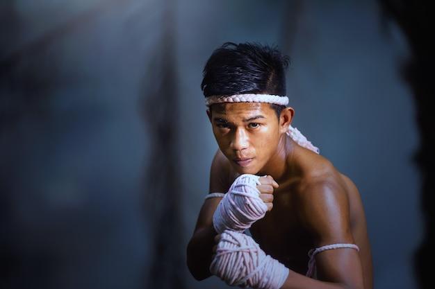 Arti marziali di muay thai, thai boxe, muay thai.